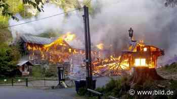 Großbrand: Feuer vernichtet historische Jagdhütten - BILD