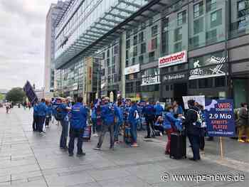 Reiseveranstalter demonstrieren in Dresden für staatliche Hilfe – auch Reisebüro Eberhardt - Wirtschaft - Pforzheimer Zeitung