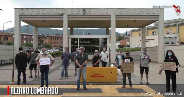 """Coronavirus, la protesta all'ospedale di Alzano Lombardo: """"Questa è la nostra Plaza de Mayo, chiediamo verità e commissariamento struttura"""""""