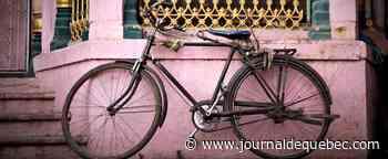 Elle transporte son père blessé à vélo et décroche un test avec l'équipe nationale de cyclisme