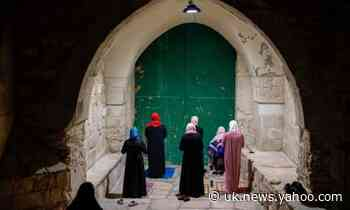 Global report: Muslims face curfews ahead of Eid amid Covid-19 crisis
