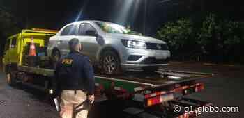 Homem abandona carro roubado após perseguição, em Santa Terezinha de Itaipu - G1