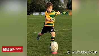 Northampton boy, 7, masters lockdown rugby trick shots - BBC News