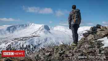 Coronavirus: Patience plea over return to Scotland's hills - BBC News
