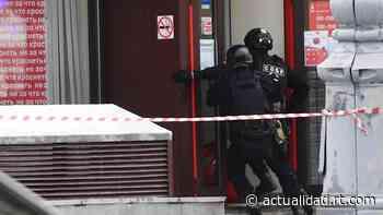 VIDEO: Momento en el que las fuerzas especiales irrumpen en el banco de Moscú donde fueron tomados rehenes - RT en Español