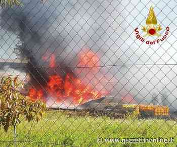 Mascali, incendio in un piazzale lungo la via Giarre-Nunziata. Intervento dei Vvf - Gazzettinonline