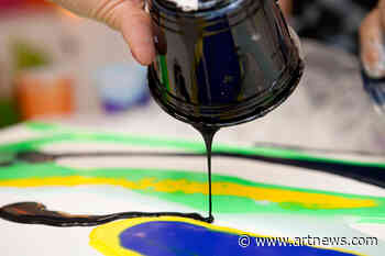 Create Flowing Paintings with the Best Pouring Mediums for Acrylic Paint