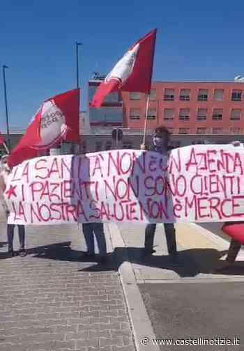 """Ariccia - Flash mob di Potere al Popolo davanti al NOC per la sanità pubblica: """"Nulla torni più come prima dell'emergenza"""" - Castelli Notizie"""