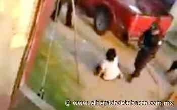 [VIDEO] Policía de SSPC noquea a mujer de un puñetazo, en Teapa - El Heraldo de Tabasco