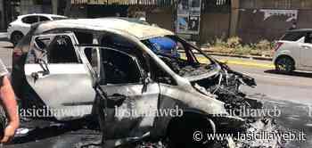 Auto a fuoco in viale Vittorio Veneto | lasiciliaweb - lasiciliaweb | Notizie di Sicilia