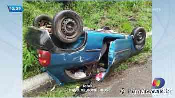 Carro capota na BR-158 em Palmitos e motorista não é encontrado - ND - Notícias