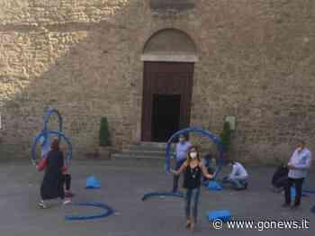 Archi-tetture celesti, la performance in piazza Savonarola a Poggibonsi - gonews