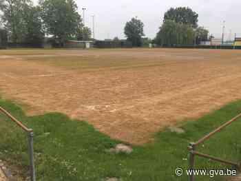 """Raadslid klaagt gebruik Roundup op voetbalvelden aan: """"Stads... (Mortsel) - Gazet van Antwerpen"""