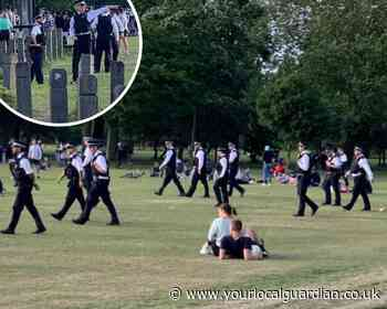 Pictures: Police break up large crowds in Wandsworth Common