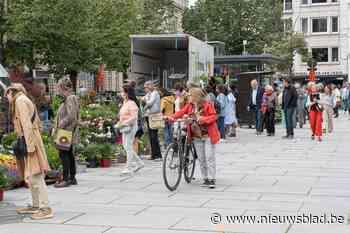 """Eindelijk opnieuw bloemenmarkt op de Kouter: """"Trouwe bezoekers hebben weg teruggevonden"""""""