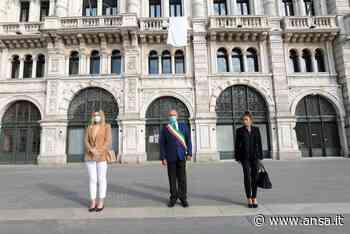 Strage Capaci: a Trieste lenzuolo bianco facciata Municipio - Friuli V. G. - Agenzia ANSA