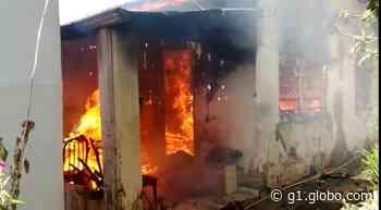 Incêndio atinge casa e deixa idoso ferido em Lins - G1