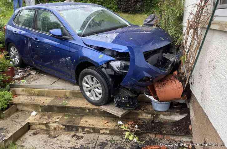 Unfall in Remseck-Aldingen - VW Polo kracht gegen Hauswand - Stuttgarter Nachrichten