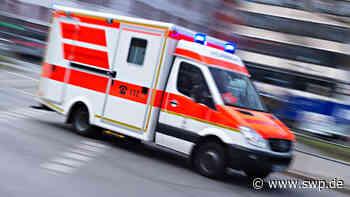 Unfall in Bad Urach: Motorradfahrerin prallt auf Pkw - SWP