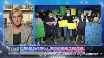 """La protesta dei commercianti in piazza a Milano: """"Siamo disperati, non lavoriamo da tre mesi"""" - Live - Non è la d'Urso Video - Mediaset Play"""
