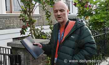 Dominic Cummings blasts the press for not social distancing as he returns home
