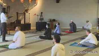 Muslim communities in Edmonton adapt to celebrate Eid al-Fitr amid COVID-19 restrictions