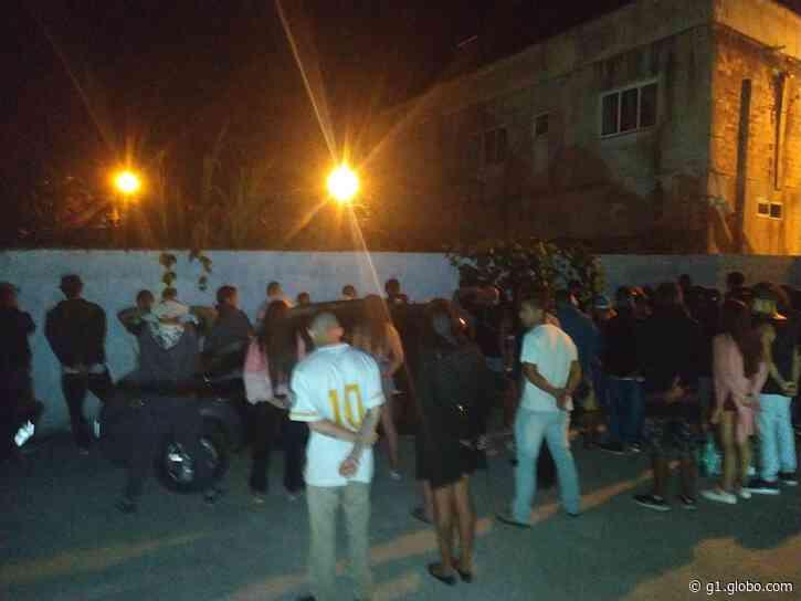 PM fecha festa clandestina com dezenas de pessoas aglomeradas em Matinhos - G1