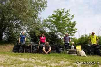 Ragazzi ripuliscono le aree golenali del Po a Valenza e riempiono 15 sacchi di rifiuti oltre a pneumatici e 2 frigo - Radiogold