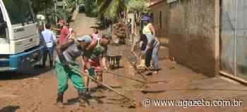 Cinco dias após enxurrada, moradores se unem para limpar Alfredo Chaves - A Gazeta ES