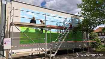 Musikschüler lassen großes Gemälde in Rudolstadt entstehen - MDR