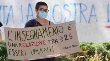 """Scuola, a Pontedera insegnanti e genitori protestano: """"A settembre lezioni in classe"""" - LA NAZIONE"""