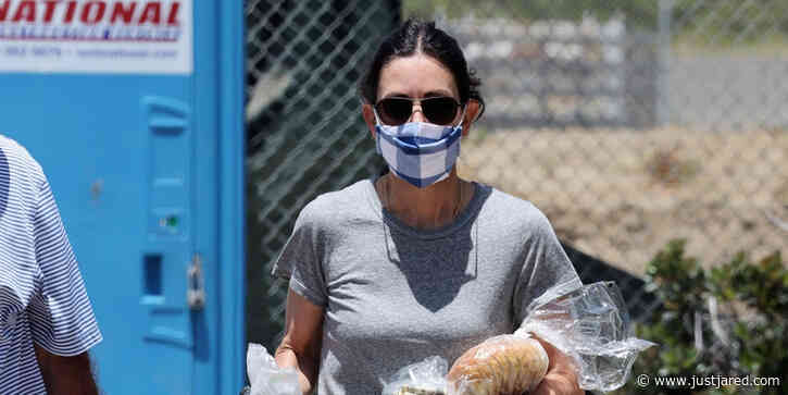 Courteney Cox Goes Shopping at Malibu Farmer's Market Amid Quarantine