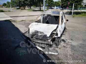 VENARIA - Auto a fuoco nel parcheggio della piscina comunale - QV QuotidianoVenariese