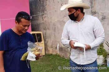 Aspirante morenista al municipio de Macuspana, Tabasco, regala plátanos con la promesa de que la fruta cura el Covid-19; y la gente se lo cree - Libertadbajopalabra.com