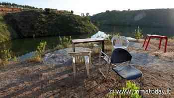 Riserva Decima Malafede, sedie e tavolini assediano il laghetto: la presenza umana è fuori controllo