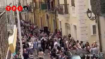 A San Severo si festeggia un boss. Ma in Italia si fanno multe a chi passeggia per strada - TPI