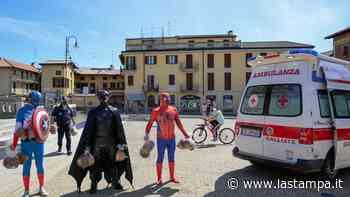 """Sorpresa in piazza a Galliate: i supereroi dei fumetti ringraziano """"gli eroi che stanno combattendo contro il covid 19"""" - La Stampa"""