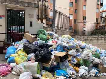 """Emergenza rifiuti a Reggio Calabria, situazione drammatica a Ciccarello: cumuli di """"monnezza"""" senza precedenti, scatta l'allarme sanitario [FOTO] - Stretto web"""