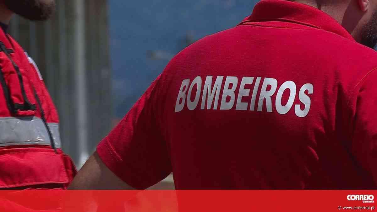 Incêndio em destilaria faz dois feridos no Montijo - Correio da Manhã