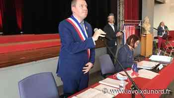 Julien Dagbert installé dans ses fonctions de maire de Barlin avec masques, visières et quelques invités - La Voix du Nord