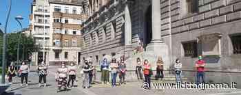 Monza: flash mob delle lavoratrici ausiliarie dei nidi comunali, rivendicano gli stipendi - Il Cittadino di Monza e Brianza