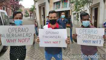 """Mestre, flash mob dei migranti: """"Perché non regolarizzate anche me?"""" - La Nuova Venezia"""