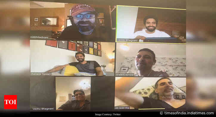 Akki's 6 am video meeting of Bell Bottom