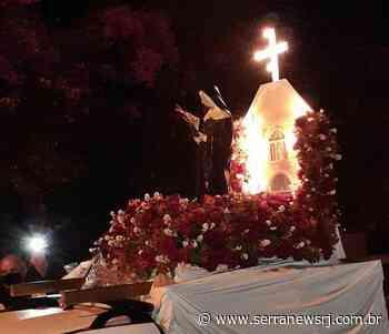 Fiéis percorrem ruas com imagem de Santa Rita de Cássia, em Cantagalo - Serra News