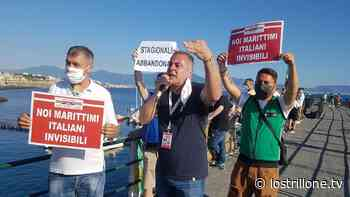Torre del Greco, in centinaia per la protesta dei marittimi - Lo Strillone