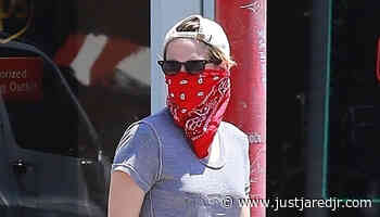 Kristen Stewart Picks Up Coffee with a Friend in Los Feliz - Just Jared Jr.