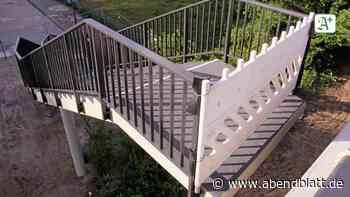 Ein halber Meter fehlt: Alte Fußgängertreppe wird in Brücke eingepasst