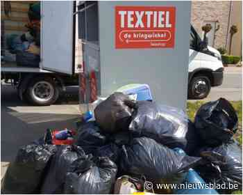 Textielcontainers kunnen toevloed aan kledij niet aan - Het Nieuwsblad