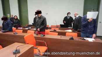 Falsche Tickets: Großer Betrug mit MVV-Monatskarten - Trio vor Gericht