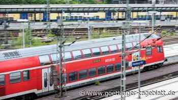 Nackt randaliert: Exhibitionist hindert Zug an der Weiterfahrt